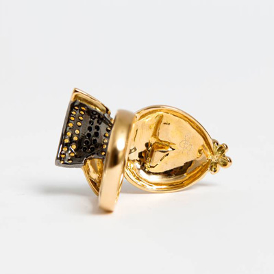 Best Friends Bunny, a combination of Glossy Gold and Matt, with Black Diamonds and Citrine 18ct gold 0.44 black Diamond + 0.25 Citrine